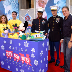 "Marines and Voluntears gathered at ""The Santa Clause 3"" premiere to collect a bounty for Toys for Tots."